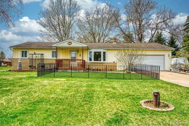 3355 Cheryl Dr, Howell, MI 48855 (MLS #2210024218) :: The BRAND Real Estate