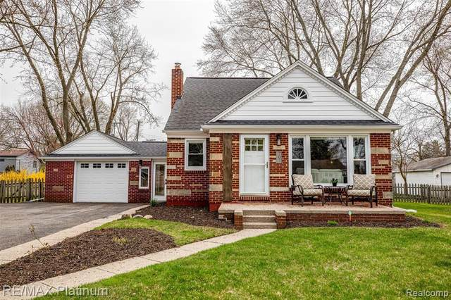 701 Whitney Street, Brighton, MI 48116 (MLS #2210023842) :: The BRAND Real Estate