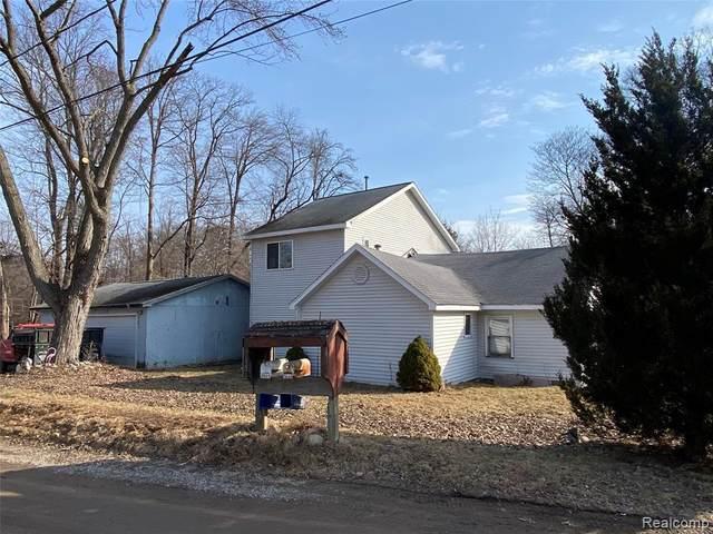9664 Log Cabin Trl, White Lake, MI 48386 (MLS #2210024410) :: The BRAND Real Estate