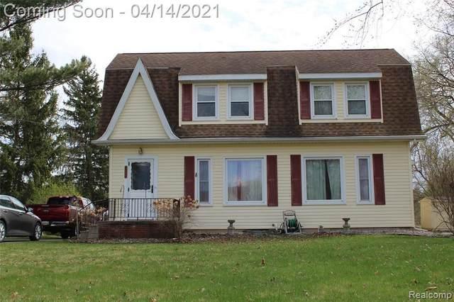 1060 E Reid Rd, Grand Blanc, MI 48439 (MLS #2210024412) :: The BRAND Real Estate