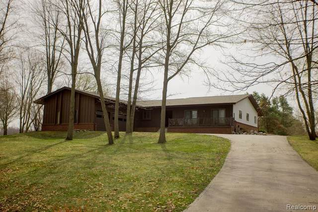 11942 Renfrew Crt, Hartland, MI 48353 (MLS #2210023443) :: The BRAND Real Estate