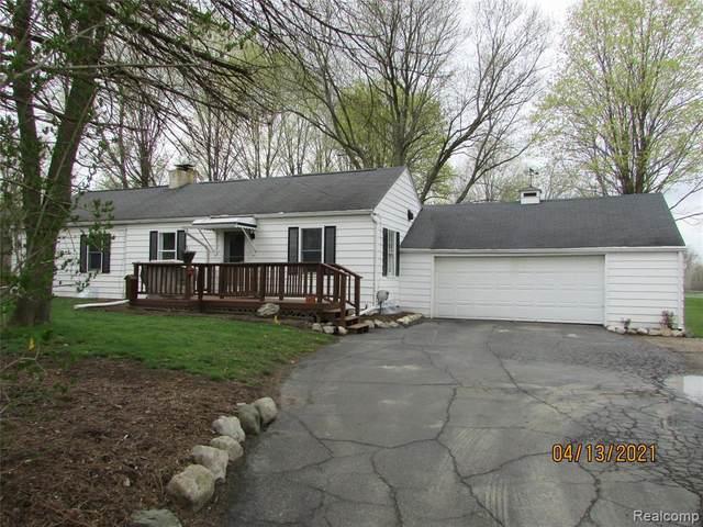 6142 S Center Rd, Grand Blanc, MI 48439 (MLS #2210024884) :: The BRAND Real Estate