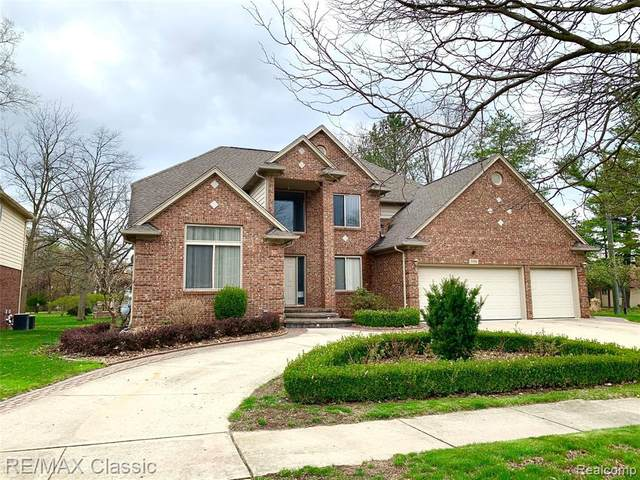 5595 Viking, Troy, MI 48085 (MLS #2210025174) :: The BRAND Real Estate