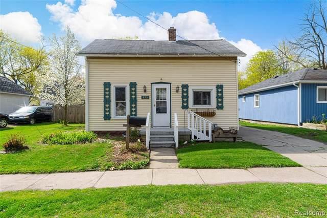 213 W Elizabeth St, Fenton, MI 48430 (MLS #2210026176) :: The BRAND Real Estate