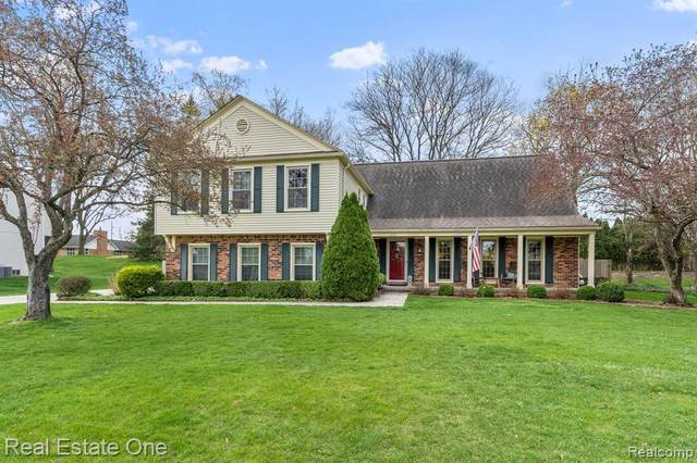 1331 Chestnut Ln, Rochester Hills, MI 48309 (MLS #2210022950) :: The BRAND Real Estate