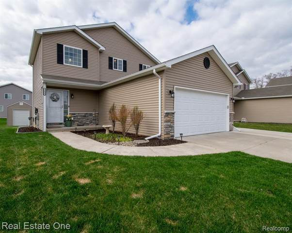 6435 Skylar Ln, Waterford, MI 48327 (MLS #2210025474) :: The BRAND Real Estate