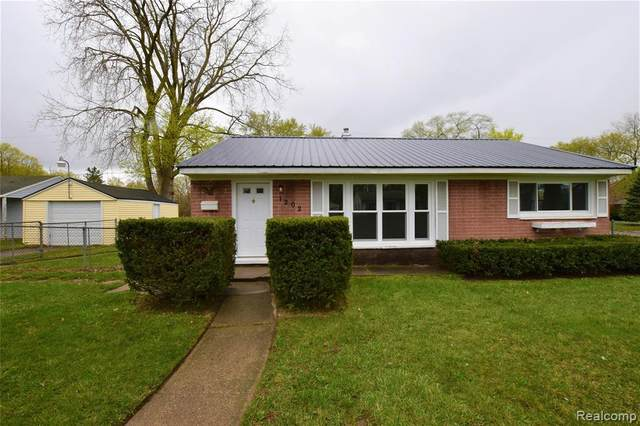 1202 Mohawk Ave, Flint, MI 48507 (MLS #2210026457) :: The BRAND Real Estate