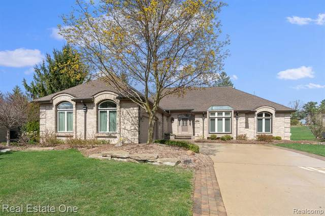 3448 Summit Ridge Dr, Rochester Hills, MI 48306 (MLS #2210025425) :: The BRAND Real Estate