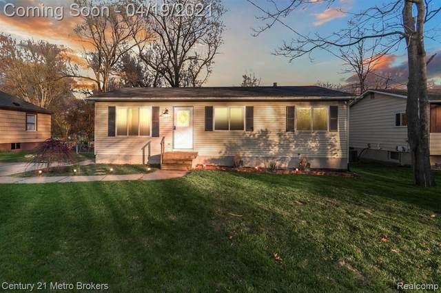 1007 Parallel St, Fenton, MI 48430 (MLS #2210026237) :: The BRAND Real Estate