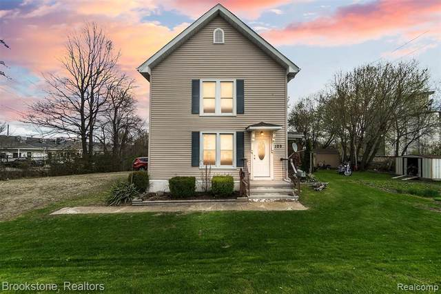 109 S Saginaw St, Lapeer, MI 48446 (MLS #2210024661) :: The BRAND Real Estate