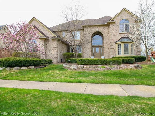 2905 Ivy Hill Dr, Commerce, MI 48382 (MLS #2210026902) :: The BRAND Real Estate