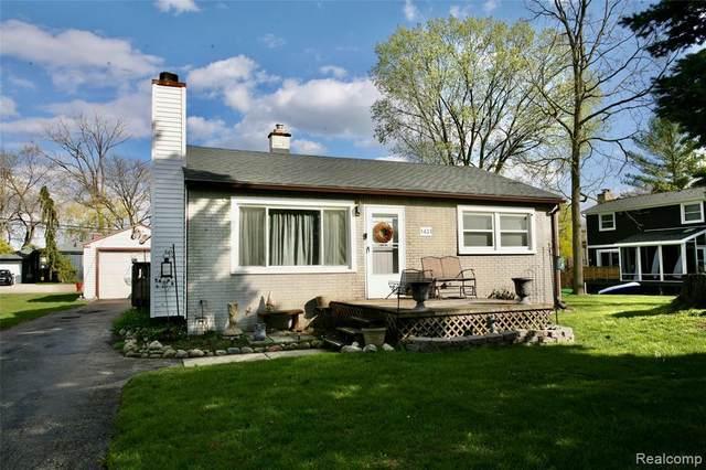 1431 Beachland Blvd, Waterford, MI 48328 (MLS #2210027571) :: Kelder Real Estate Group