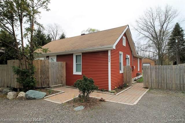 8230 Hyne Rd, Brighton, MI 48114 (MLS #2210028777) :: The BRAND Real Estate