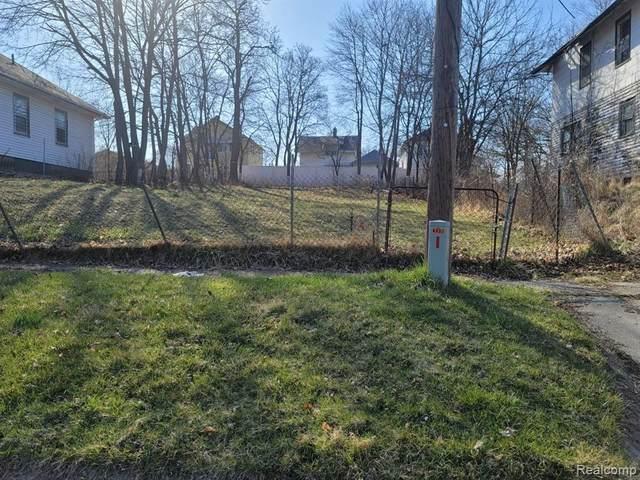 4401 Carlton St, Flint, MI 48505 (MLS #2210031253) :: The BRAND Real Estate