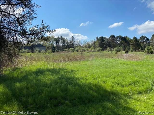 0 Pine Meadow Crt, Clarkston, MI 48348 (MLS #2210031751) :: The BRAND Real Estate