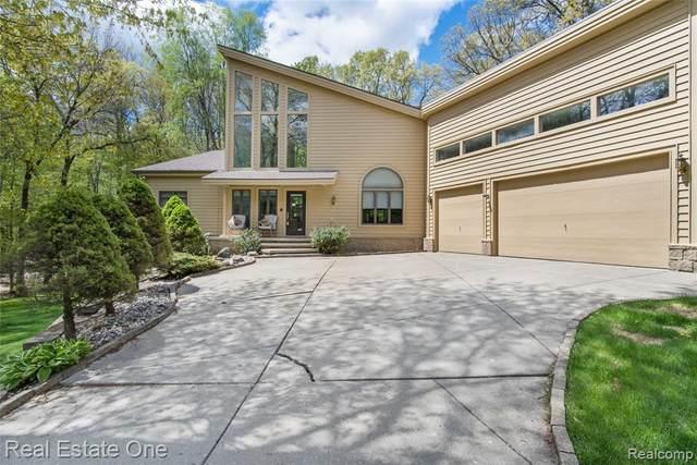 929 White Oak Dr, Ortonville, MI 48462 (MLS #2210033303) :: The BRAND Real Estate