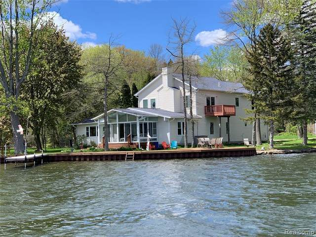 7784 Tipsico Lake Rd, Holly, MI 48442 (MLS #2210033993) :: The BRAND Real Estate