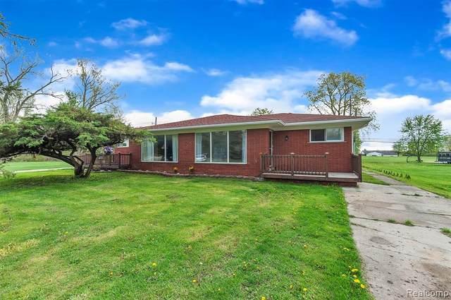 27495 Cahill Rd, Flat Rock, MI 48134 (MLS #2210031199) :: The BRAND Real Estate