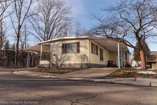 17003 Somerset Dr, Macomb, MI 48044 (MLS #2210034765) :: The BRAND Real Estate