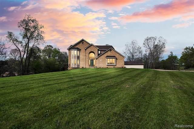 8778 Peer Rd, South Lyon, MI 48178 (MLS #2210033791) :: The BRAND Real Estate