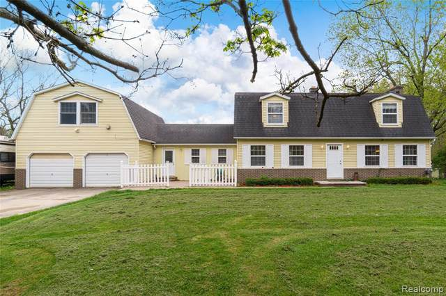 625 Chris Ln, Ortonville, MI 48462 (MLS #2210034595) :: The BRAND Real Estate