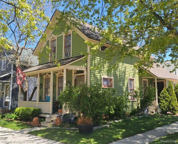 902 Huron Ave, Port Huron, MI 48060 (MLS #2210035062) :: The BRAND Real Estate