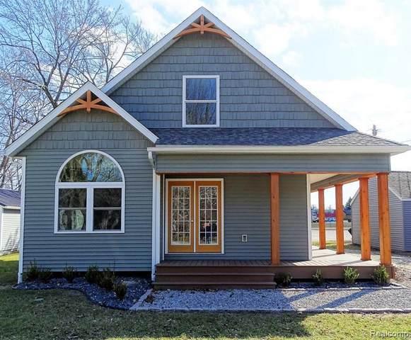 7280 Jefferson St, Lexington, MI 48450 (MLS #2210035025) :: The BRAND Real Estate