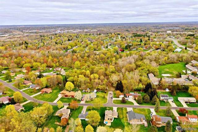 3441 Brenthill Dr, Grand Blanc, MI 48439 (MLS #2210033380) :: The BRAND Real Estate