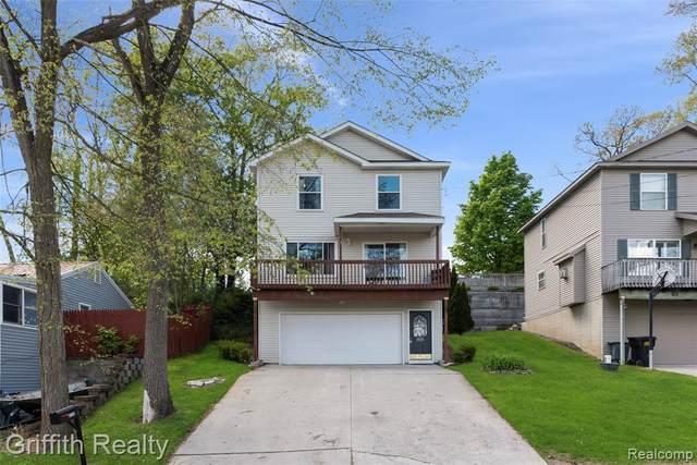 8120 Halfway Dr, Brighton, MI 48116 (MLS #2210034426) :: The BRAND Real Estate