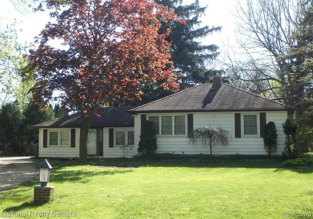 1345 Roat Crt, Burton, MI 48509 (MLS #2210035474) :: The BRAND Real Estate