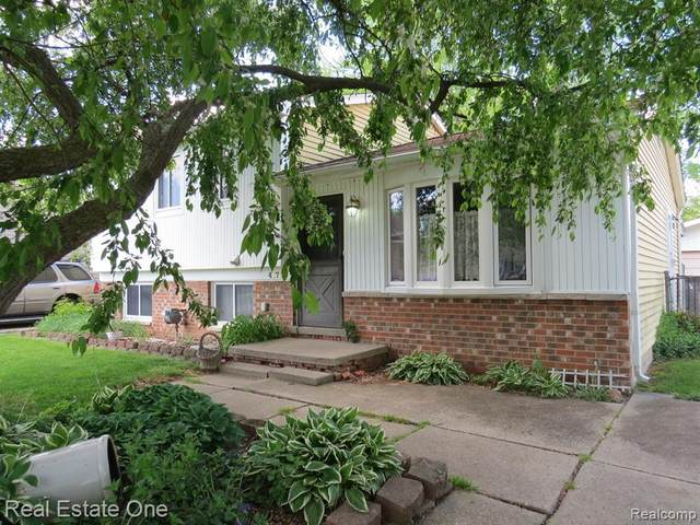41735 Fonthill Crt, Clinton Township, MI 48038 (MLS #2210035531) :: The BRAND Real Estate