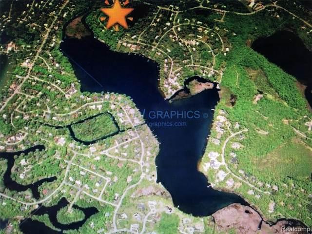 2404 Uplong St, West Bloomfield, MI 48324 (MLS #2210035533) :: The BRAND Real Estate