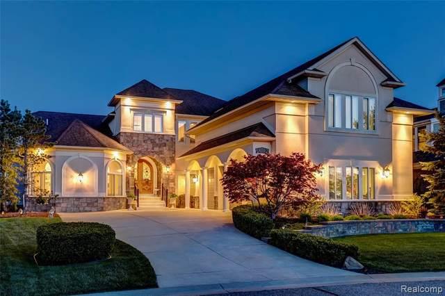 8393 Boulder Shores Dr, South Lyon, MI 48178 (MLS #2210030102) :: The BRAND Real Estate