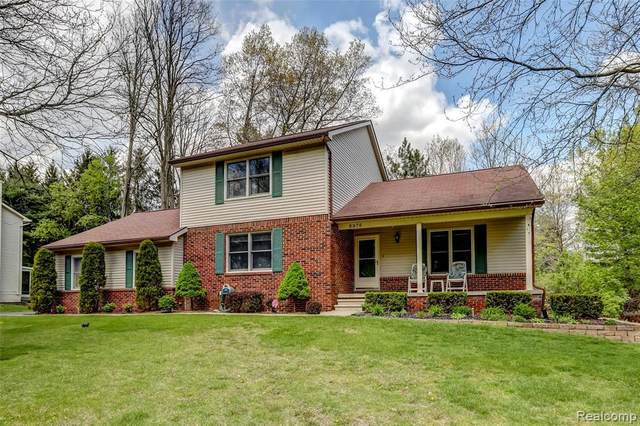 8976 Lyniss Dr, Commerce, MI 48390 (MLS #2210033406) :: The BRAND Real Estate