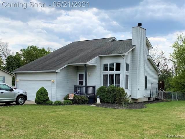 1216 Darci Dr, Fenton, MI 48430 (MLS #2210036170) :: The BRAND Real Estate