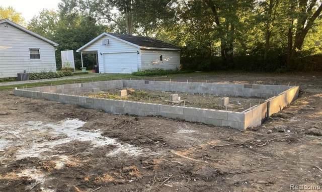 2084 Bramblewood Dr, Burton, MI 48519 (MLS #2210036187) :: The BRAND Real Estate