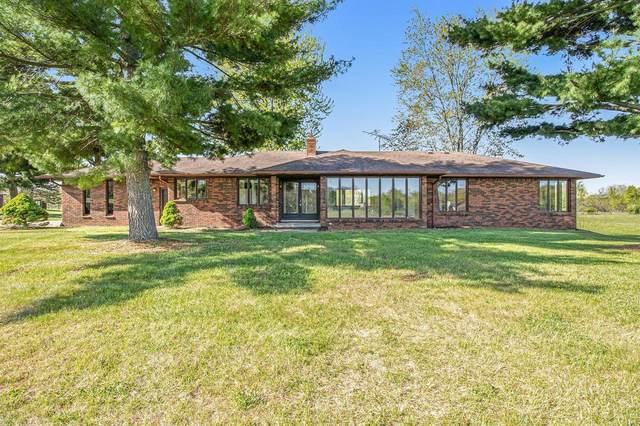 5707 Crandall Rd, Howell, MI 48855 (MLS #3280969) :: The BRAND Real Estate