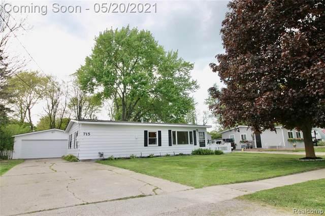 715 Oak Park Dr, Fenton, MI 48430 (MLS #2210036240) :: The BRAND Real Estate
