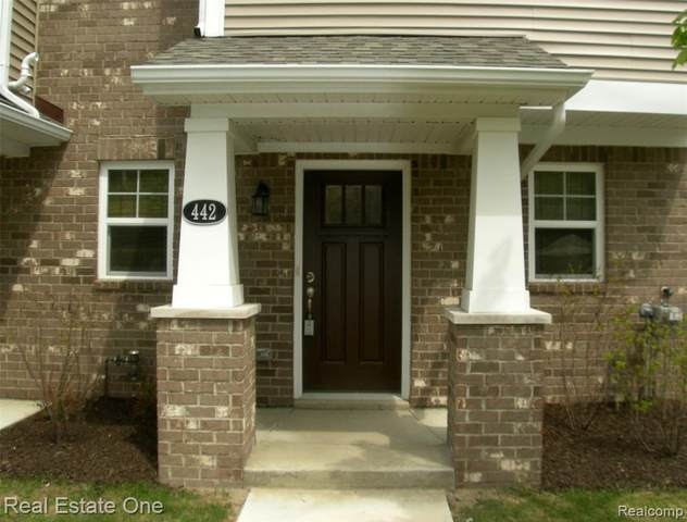 442 N Wixom Rd, Wixom, MI 48393 (MLS #2210034292) :: The BRAND Real Estate