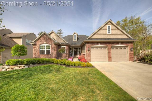 2753 W Amberly Blvd, Howell, MI 48843 (MLS #2210036278) :: The BRAND Real Estate