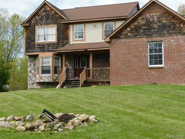 2430 S Gregory Rd, Fowlerville, MI 48836 (MLS #2210036365) :: The BRAND Real Estate
