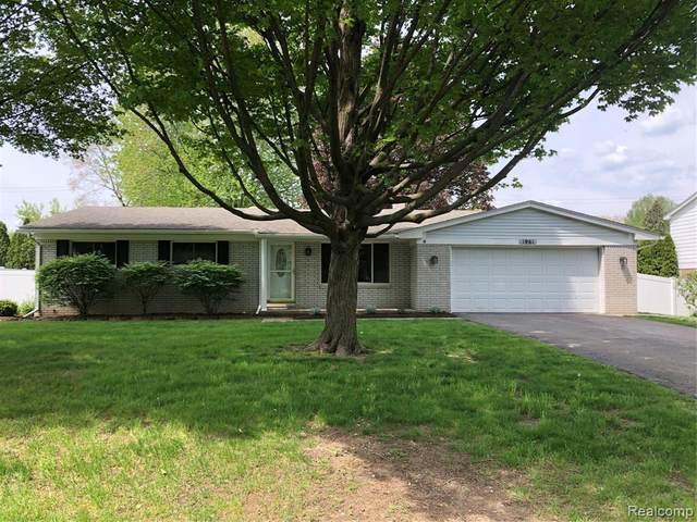 1961 Meadow Ridge Dr, Commerce, MI 48390 (MLS #2210036215) :: The BRAND Real Estate