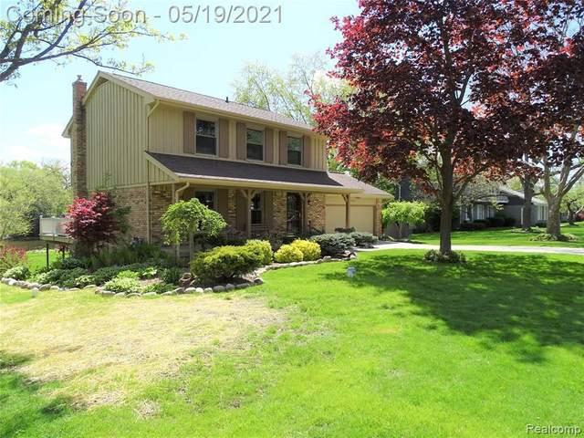5056 Territorial Rd, Grand Blanc, MI 48439 (MLS #2210035483) :: The BRAND Real Estate