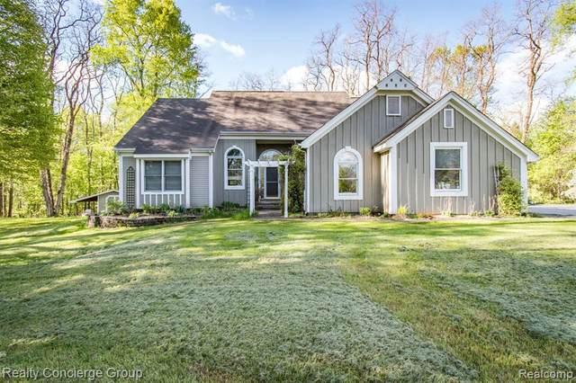 2358 Prado Vista Ln, Howell, MI 48843 (MLS #2210032508) :: The BRAND Real Estate