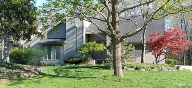 30851 Country Ridge Cir, Farmington Hills, MI 48331 (MLS #2210036602) :: The BRAND Real Estate