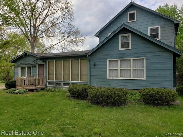 13998 Silver Lake Rd, South Lyon, MI 48178 (MLS #2210036624) :: The BRAND Real Estate