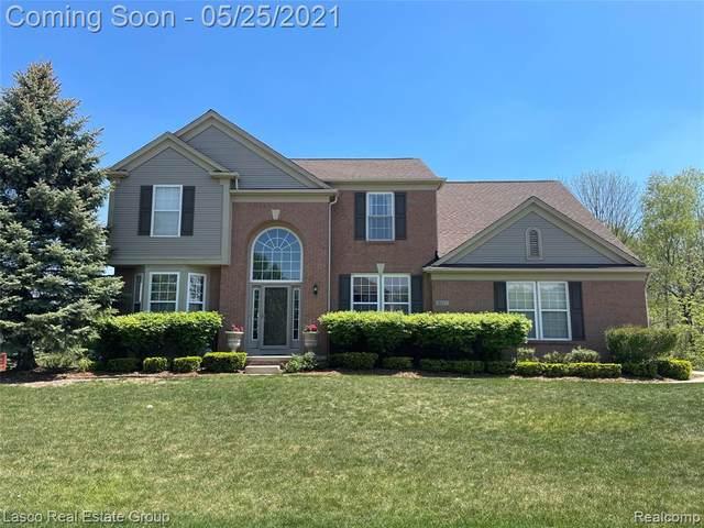 8437 Parkside Dr, Grand Blanc, MI 48439 (MLS #2210036543) :: The BRAND Real Estate
