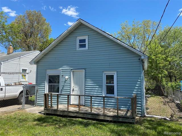 915 Bradley Ave, Flint, MI 48503 (MLS #2210037217) :: The BRAND Real Estate