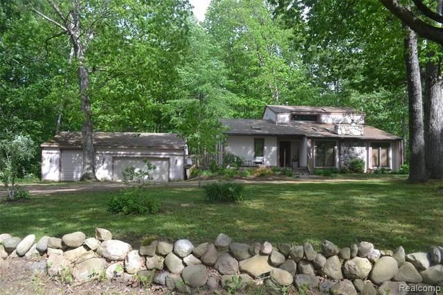 310 N Van Rd, Holly, MI 48442 (MLS #2210039518) :: The BRAND Real Estate