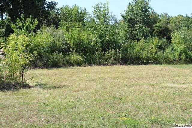 2207 Lake Ridge Dr, Grand Blanc, MI 48439 (MLS #2210039580) :: The BRAND Real Estate